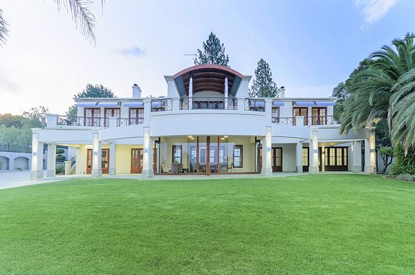 UPMARKET HOUSE IN BRYANSTON ONLINE AUCTION