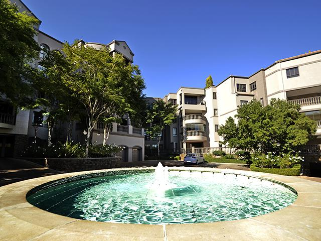 Lavish Upmarket Apartment in Morningside, Sandton Online Auction Opening 22 May @ 09:00 Closing 29 May @ 14:00